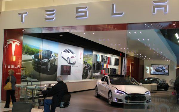 Tesla Store Los Angeles / (c) Jens Wilde