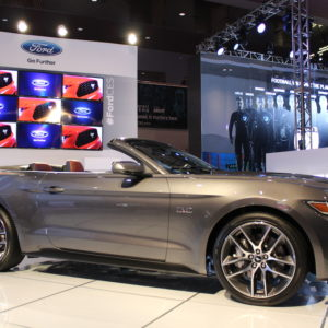 ces-las-vegas-2015-ford-mustang-cabrio-silber-09