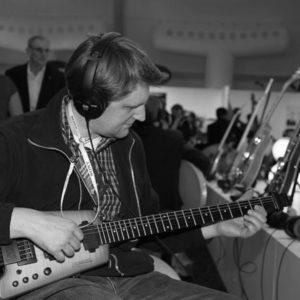 jens-wilde-gitarre-spielen-in-las-vegas_bw-600x600